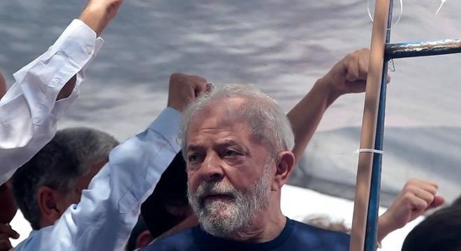 Justiça bloqueia quase R$ 30 milhões de Lula e Okamotto